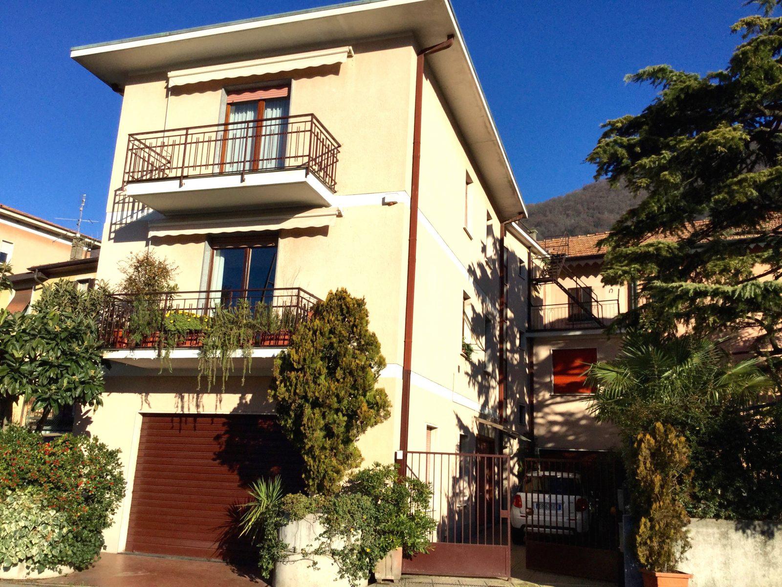 Casa plurifamiliare con giardino e box in vendita a maslianico for Negozio con planimetrie abitative