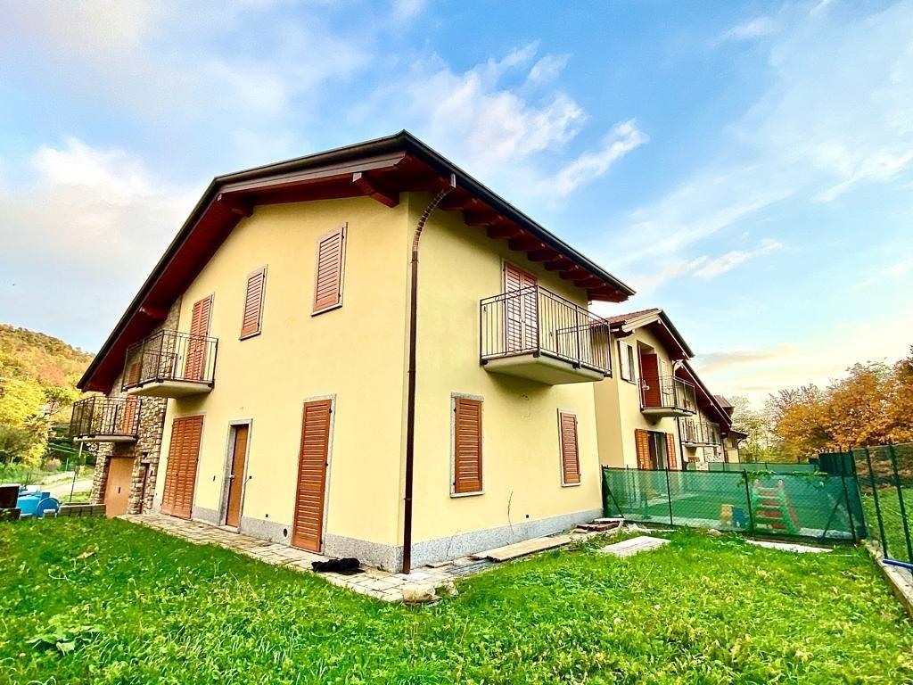 Villa a Schiera con giardino nella località Como-Breccia
