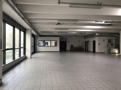 Locale Commerciale/Laboratorio Con Uffici In Vendita a Tavernola