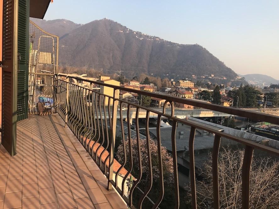 Appartamento trilocale con giardino in vendita a Cernobbio