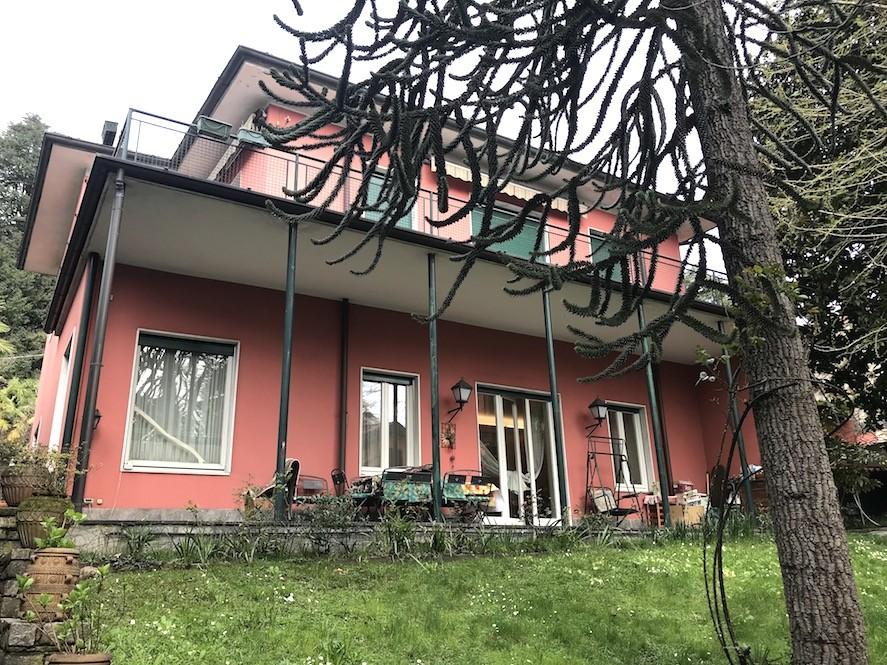 Villa singola rimodernata con giardino in vendita a Como lago