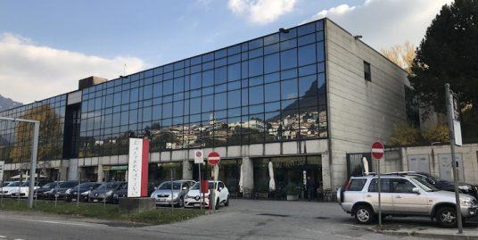 Laboratorio con uffici  in vendita a Como-Tavernola