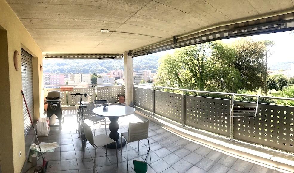Appartamento quadrilocale con terrazzo e vista panoramica in Vendita a Vacallo