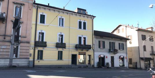 Intero stabile completamente ristrutturato in vendita a Como-Ponte chiasso