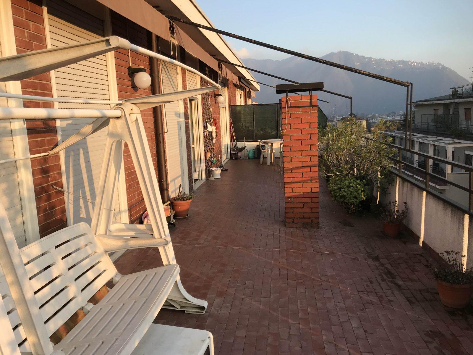 Attico con ampio terrazzo panoramico in vendita a Maslianico