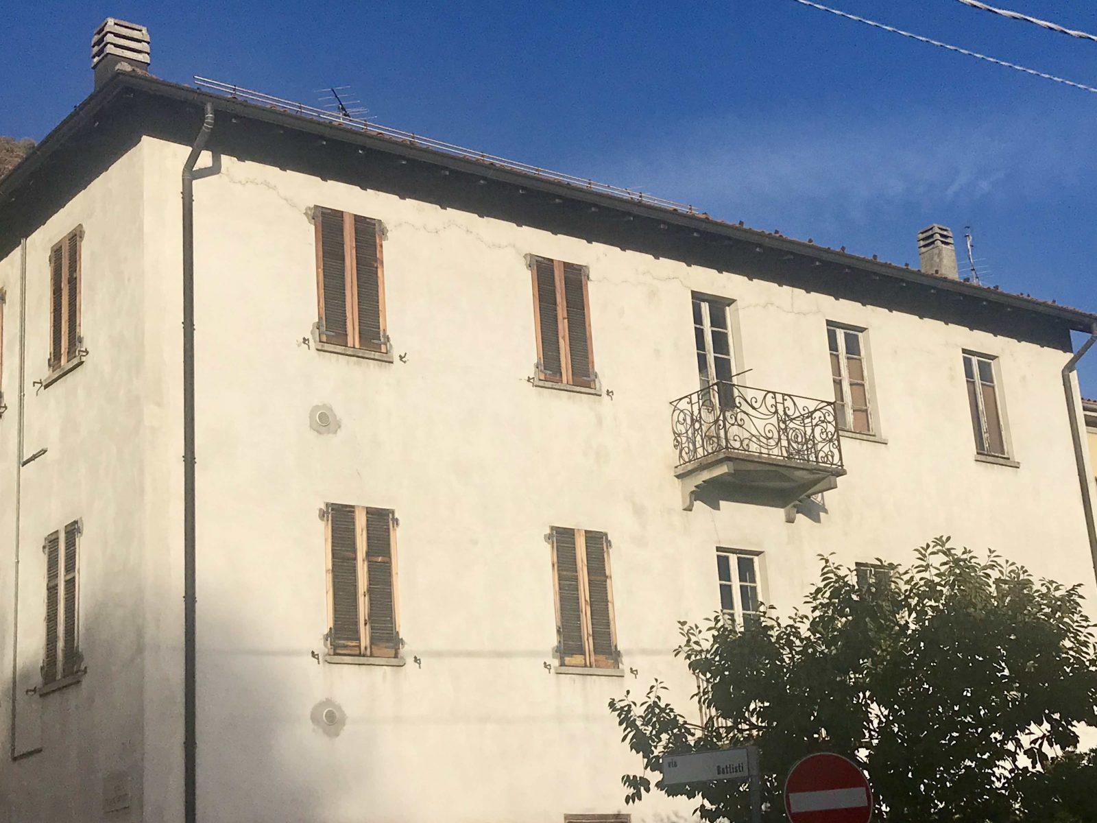 Porzione di casa/ plurilocale con giardino privato in vendita a Maslianico