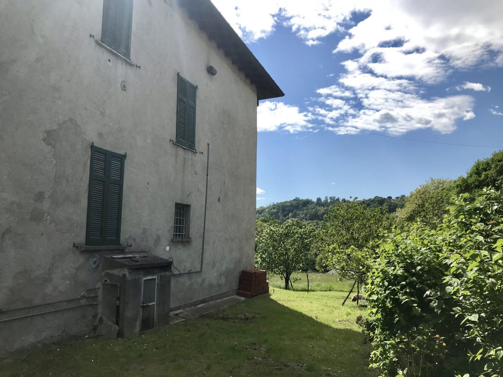 Porzione di cascina lombarda con giardino in vendita a San Fermo
