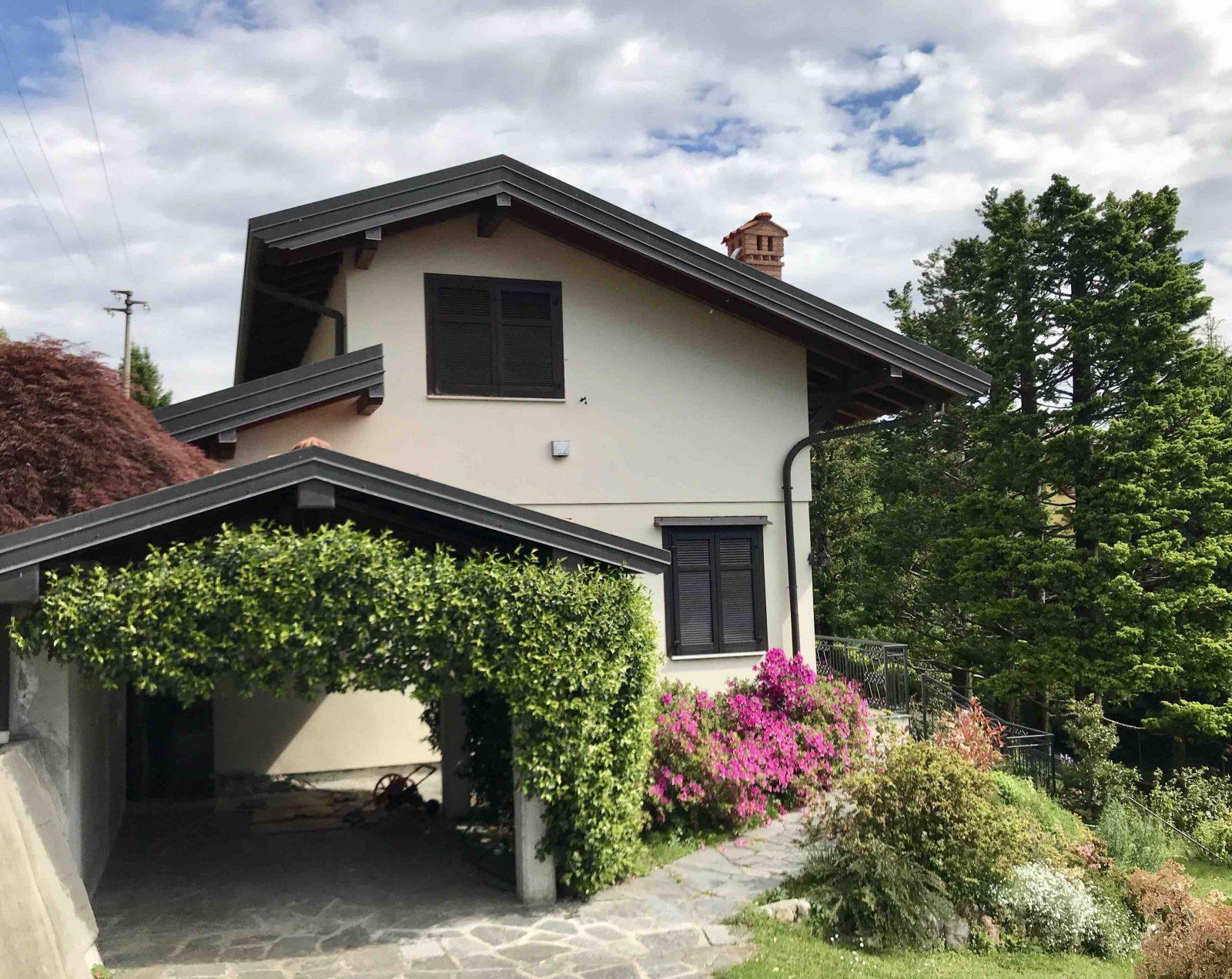 Villa bifamiliare con ampio giardino in vendita a San Fermo