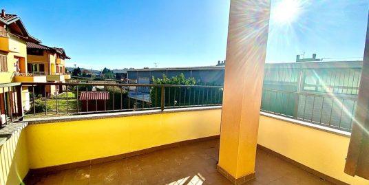 Appartamento trilocale con terrazzo e box doppio in vendita a Luisago