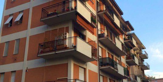 Appartamento bi/trilocale in zona Como Sole