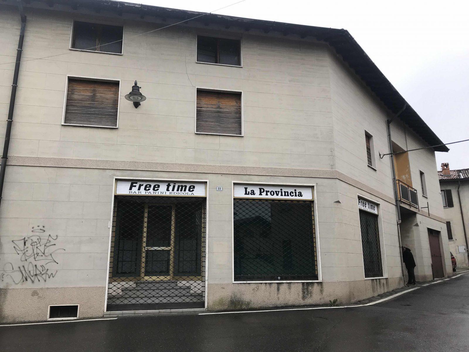 Orsenigo centrale. Locale commerciale con abitazione