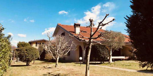 Villa Bifamiliare con ampio giardino in vendita a Guanzate