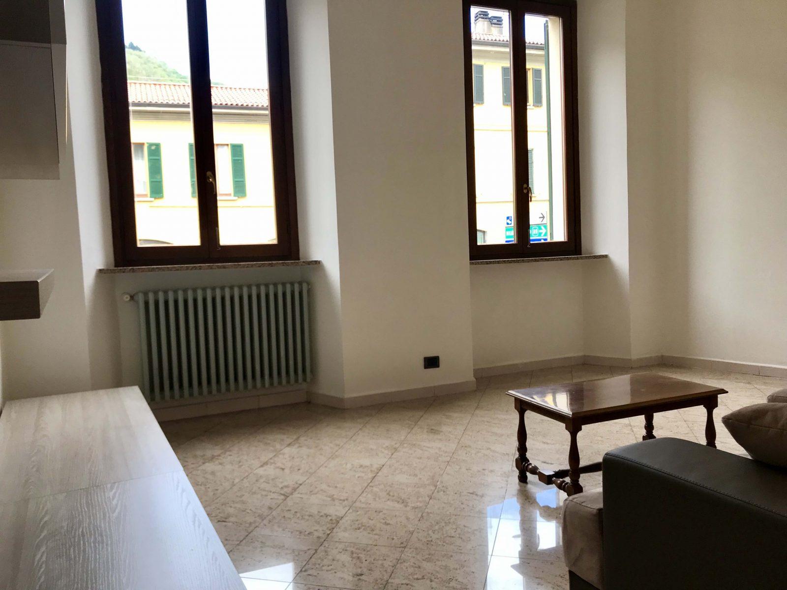 Trilocale con servizi e posto auto in vendita a Como Borghi
