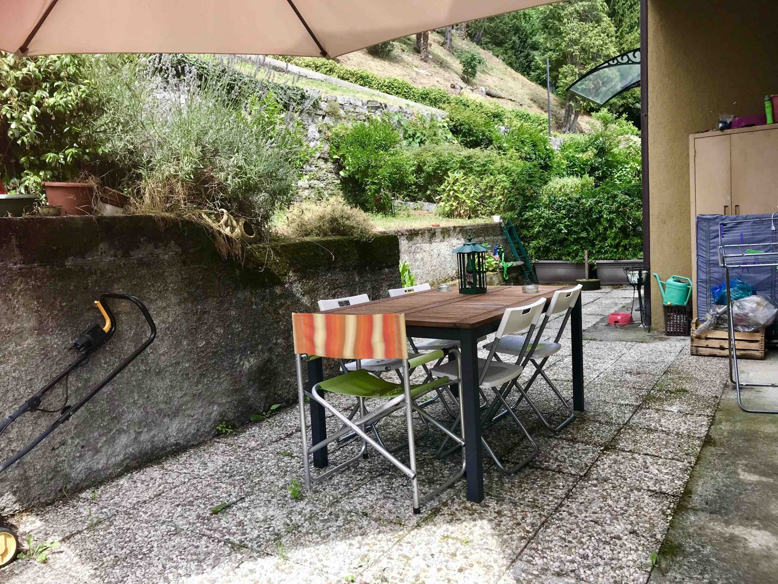 Appartamento trilocale ristrutturato con giardino in vendita a Maslianico