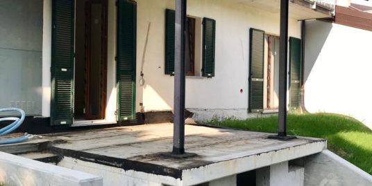 Nuovo trilocale in cascina lombarda con giardino privato a San Fermo