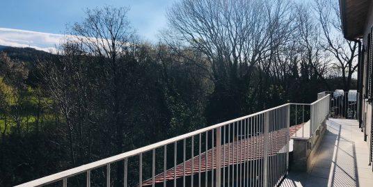 Nuovo quadrilocale con terrazzo in cascina lombarda a San Fermo