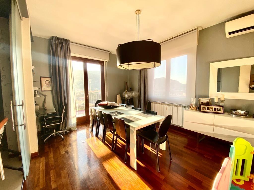 Splendido attico con terrazzo panoramico in vendita a Como centro