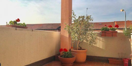 Ottimo quadrilocale con box e terrazzo in vendita a Senna Comasco