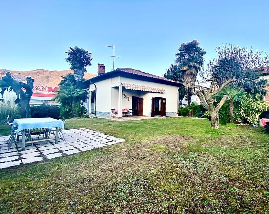 Villa indipendente Como Monte Olimpino – con giardino posizione centrale