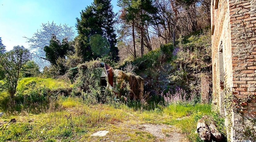 rustico-cavallasca-terreno-edificabile