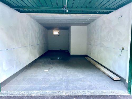 villa-singola-brenna-garage-1