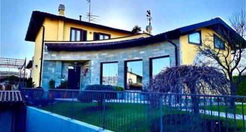 Villa singola con giardino in vendita ad Uggiate-Trevano