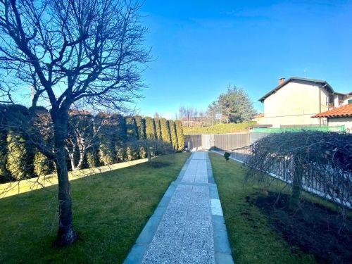 villa-uggiate-giardino-2