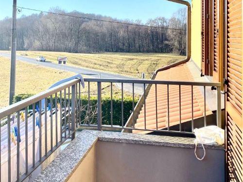 villa-uggiate-balcone-2