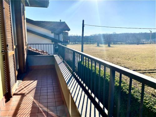 villa-uggiate-balcone-1