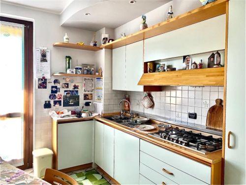villa-uggiate-cucina-1