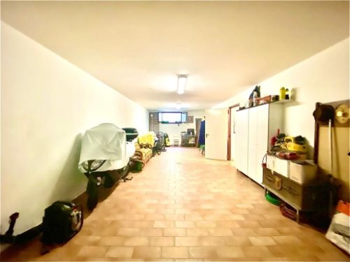 villa-uggiate-garage-2