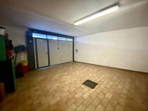 villa-uggiate-garage-1