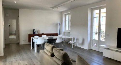 Appartamento quadrilocale su due piani in vendita a Maslianico