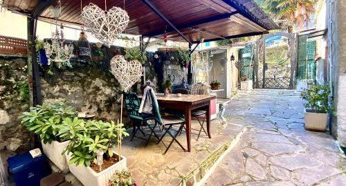 Casa di tre appartamenti e giardino in vendita a Monte Olimpino