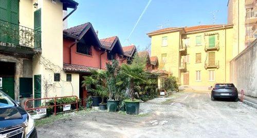 Appartamento trilocale ristrutturato di recente con posto auto in vendita a Como