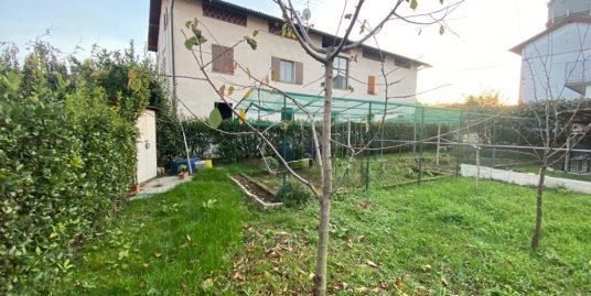 Porzione di casa con giardino in vendita ad Alzate Brianza